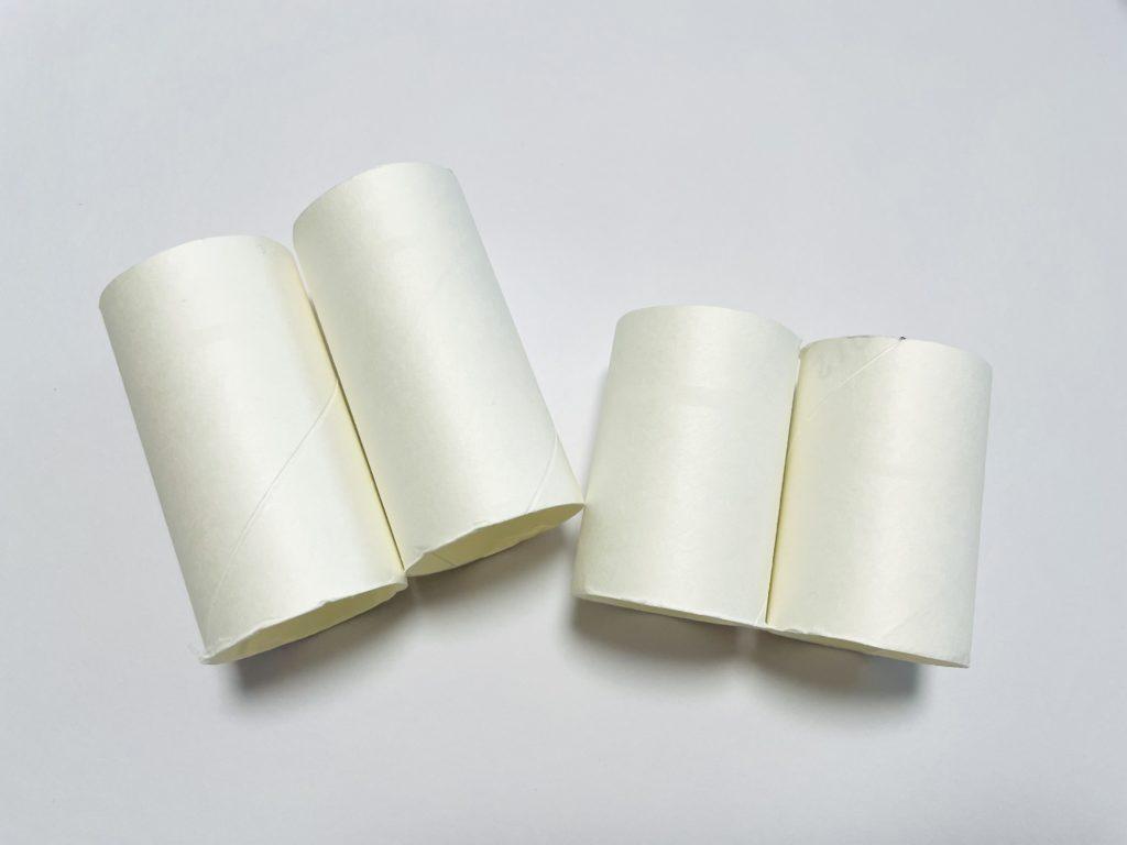 トイレットペーパーの芯を切る